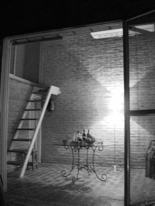 Interior de noche.